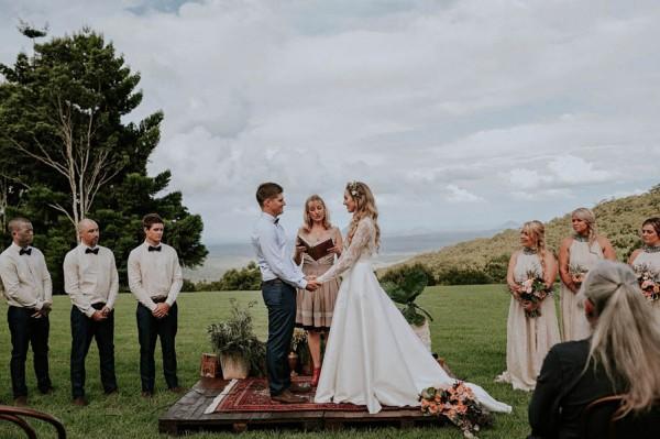 lush-bohemian-australian-wedding-at-maleny-retreat-19-600x399